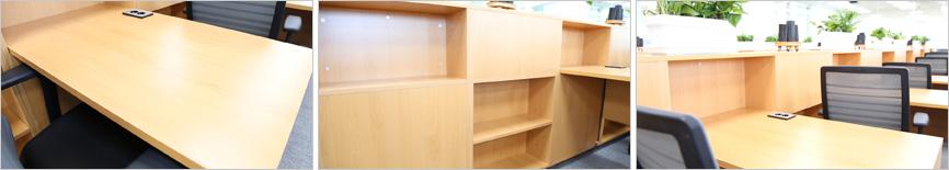 넓은 책상과 바로 옆 개인 책장 & 허리에 편한 의자 이미지